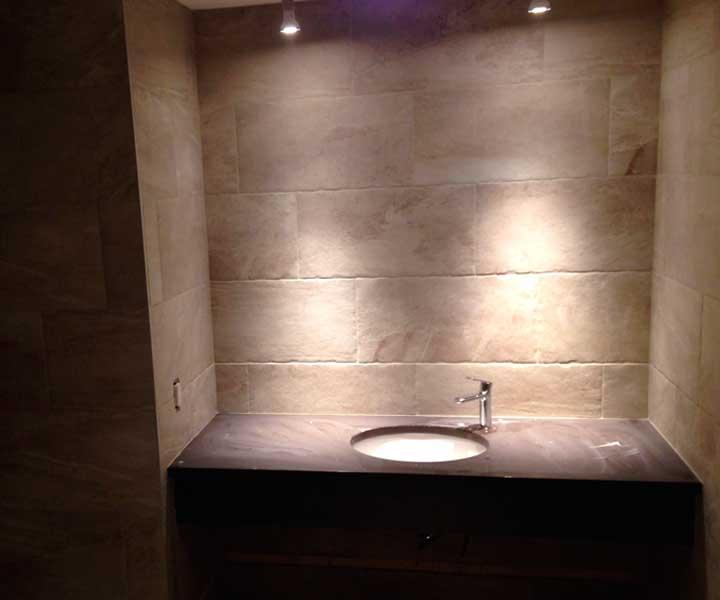 Projet de pose d'ardoise dans une salle de bain