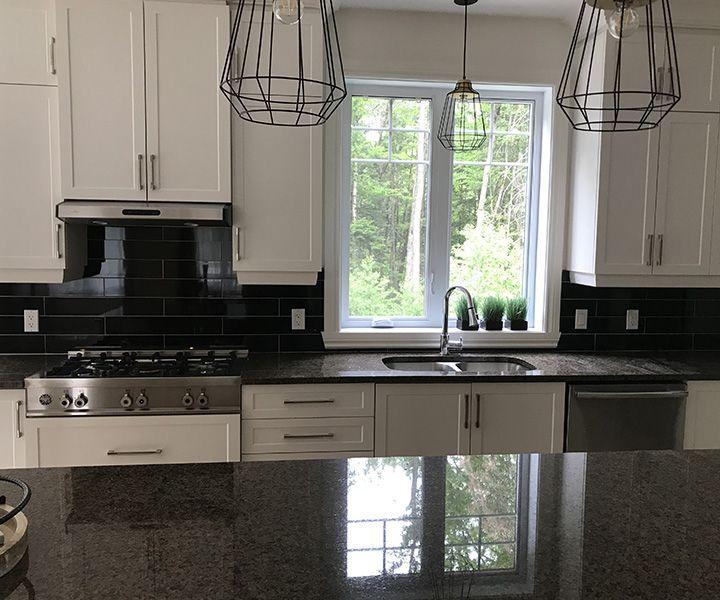Projet, installation de comptoir de cuisine en granite